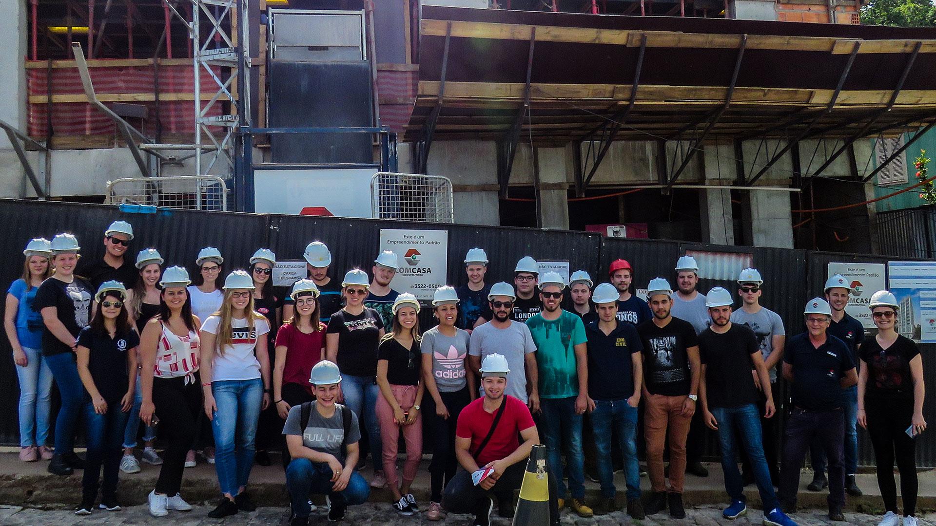 Comcasa recebe visita do curso de Engenharia Civil da UNOESC